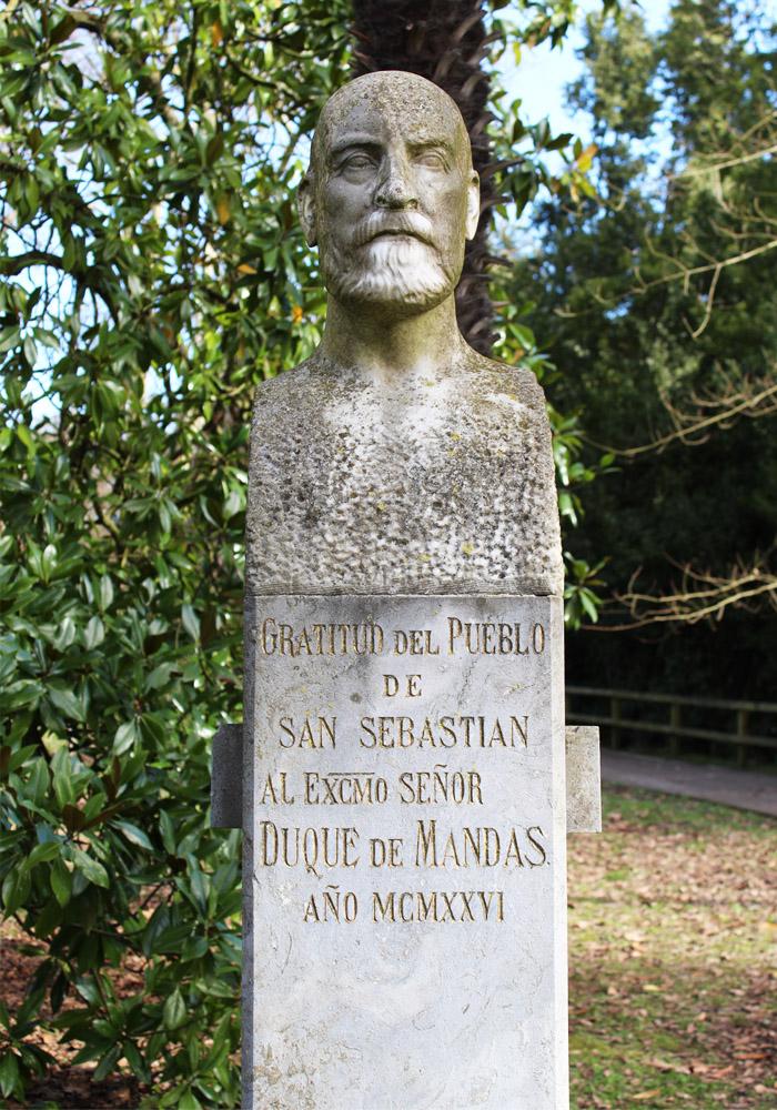 busto de duque de mandas en el parque cristina enea de donostia san sebastian