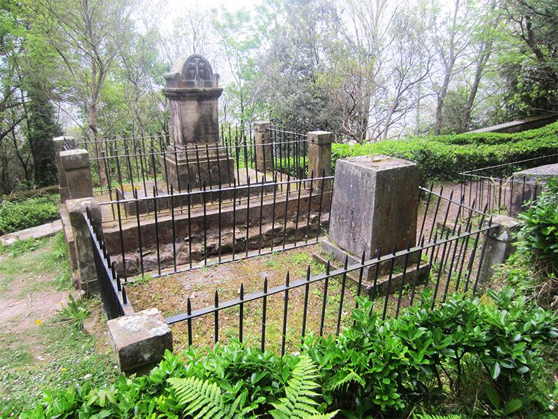 el cementerio de los ingleses en el monte urgull de san sebastian donostia turismo