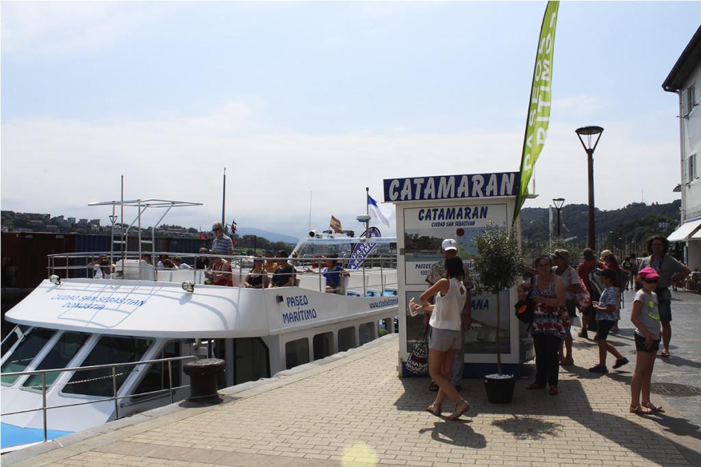 paseos por la bahia de la concha en barco barcos en la playa de la concha de san sebastian donostia